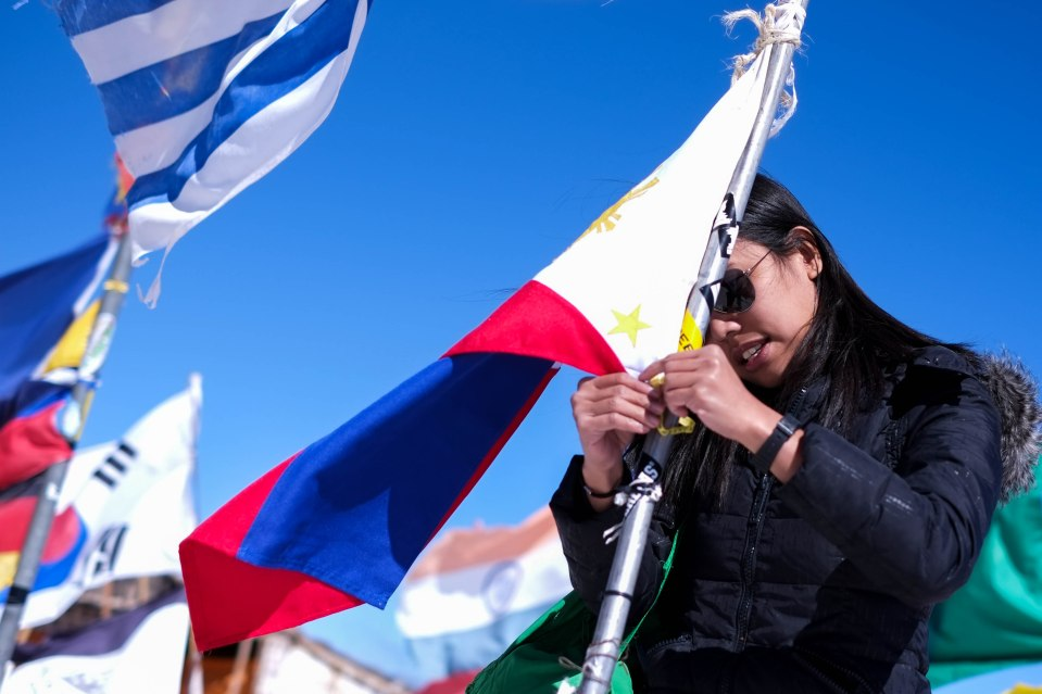 The highlight of the trip is when Rochelle raised the Philippine flag amidst the other flags of other nations! Why not the Philippines in this remote part of the world too?